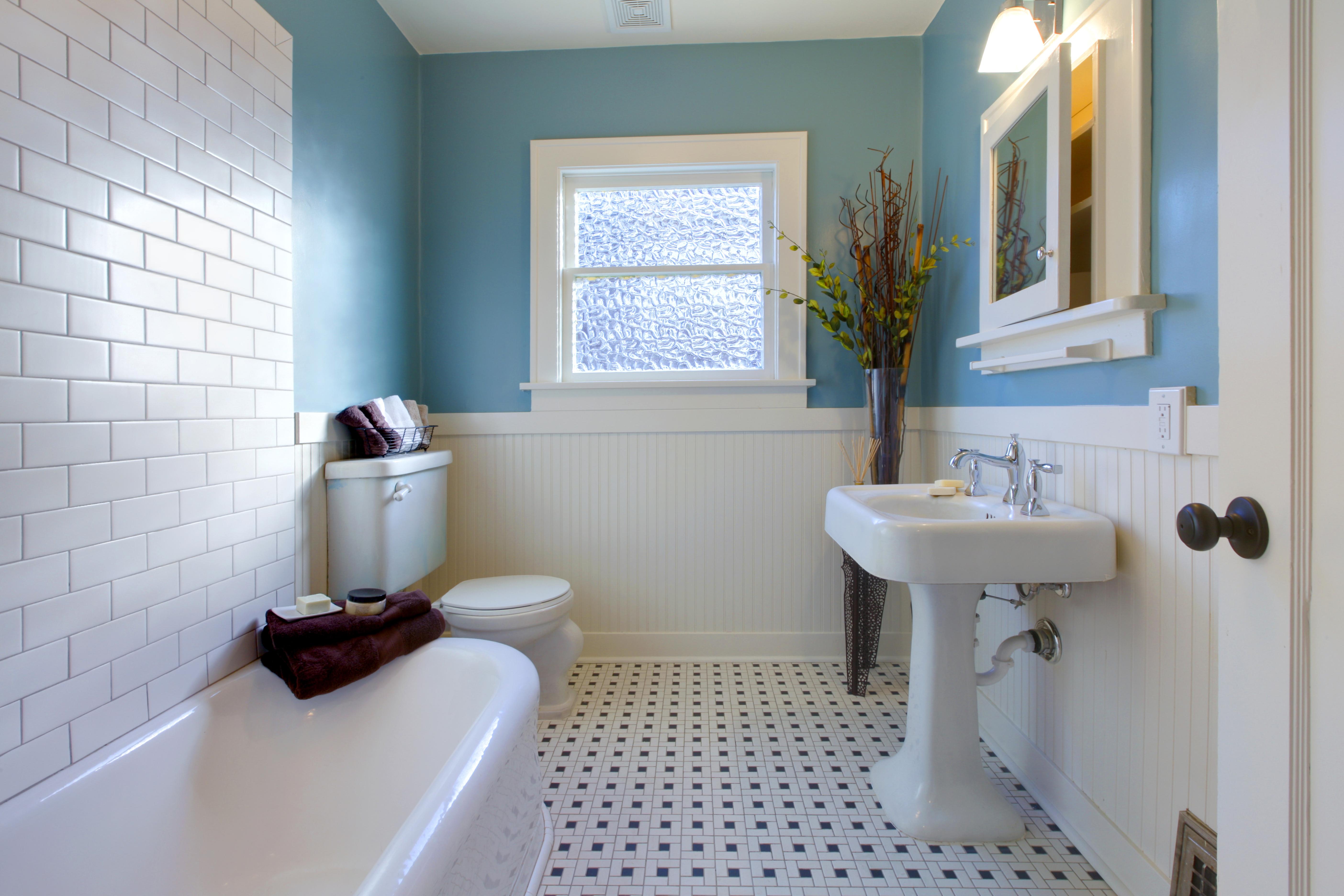 Дизайн ванной комнаты плитка с краской